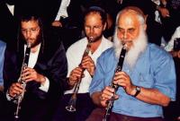 Chilik Frank and Moshe Berlin playing in Meron. Photo by: Yaacov Gross, GFDL.